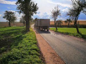 Landwirtschaftlicher Weg in Asphalt
